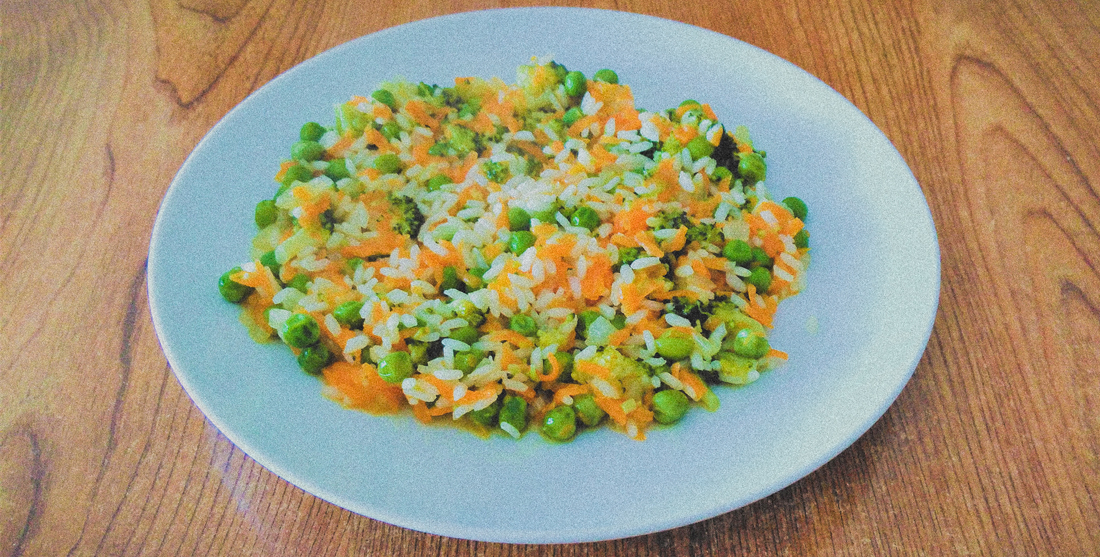 Arroz de brócolos com cenoura e ervilhas
